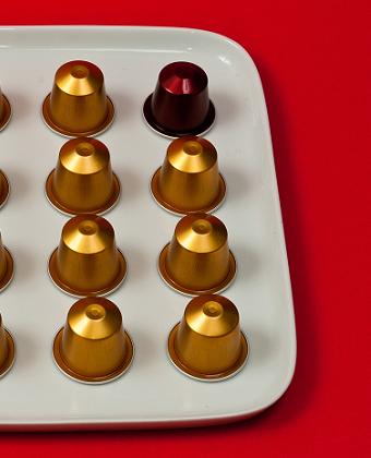 logo illustration capsules cafés nespresso rouge